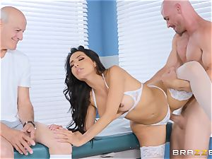 Lela star getting torn up in the doctors