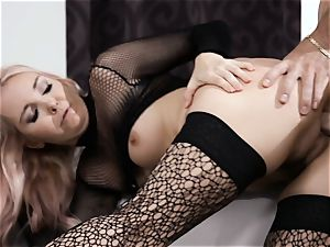 He likes Me In pantyhose And high-heeled slippers episode four
