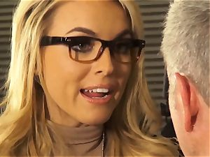 Mean chief Keira Nicole loves her foremans hard man-meat