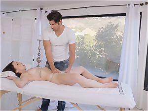 Jennifer Jacobs rails her draped masseuse