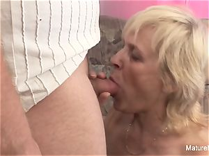 old granny takes a honeypot penetrating on the bed