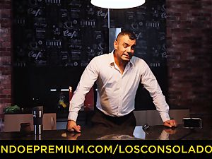 LOS CONSOLADORES - Hungarian platinum-blonde gets pulverized pov
