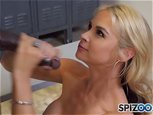 Sarah Vandella makes the deal that she gets an interview and he gets a muddy oral job