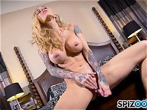 tattooed thin blondie Sarah Jessie messes with her beaver