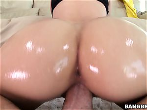 Jessa Rhodes is lubricated up and ready to be plumbed