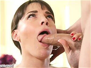 My new mind-blowing neighbor Dana Dearmond came to me to get accustomed
