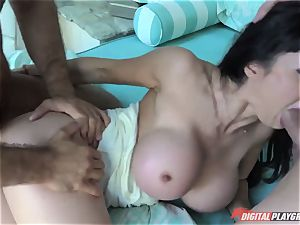 insatiable mature housewife Eva Karera - Titfucked and sex with youthfull modest students