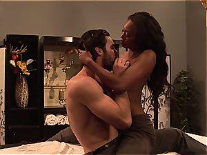 Evanni Solei gets a scorching pulverizing massage