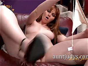 Marie McCray treats Her fuckbox with a plaything