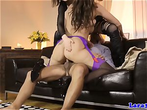 English cougar cumswaps with hungarian babe