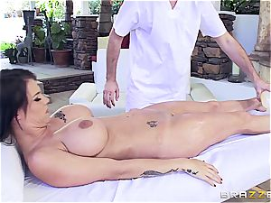 chesty Peta Jenese receives gonzo massage