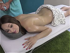 adorable Eurobabe gets her lubricated slit frigged