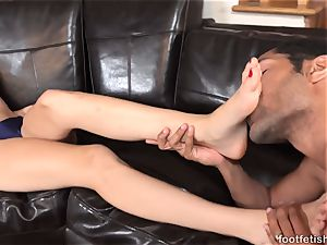 Alexa mercy Has soles worshipped and Gives a Footjob