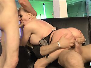 LA COCHONNE - French babe gets double penetration in scorching MMF threesome