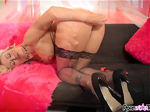 nasty blond Claudia Valentine messing with her honeypot