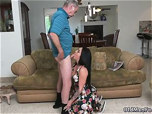Mature stud porks youthfull nymph Frannkie s a prompt learner!