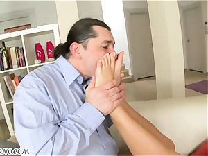 A married fellow nails his dominatrix in the backside